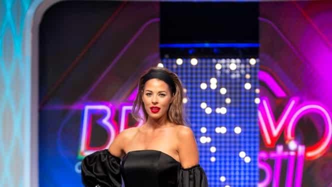 Roxana Nemeș l-a dezbrăcat pe Cătălin Botezatu, în direct, la tv. Reacția fabuloasă a designerului