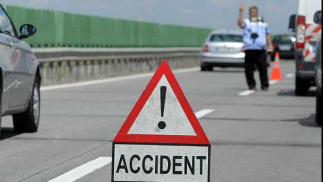 Accident pe DN6: două autoturisme s-au ciocnit frontal. Traficul este blocat