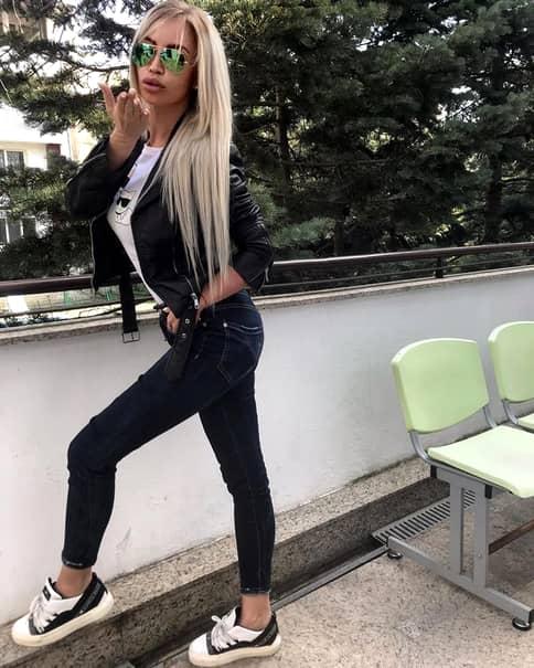 Candidatele lui Vanghelie pentru europarlamentare rup cluburile în București! Imagini idecente cu tinerele