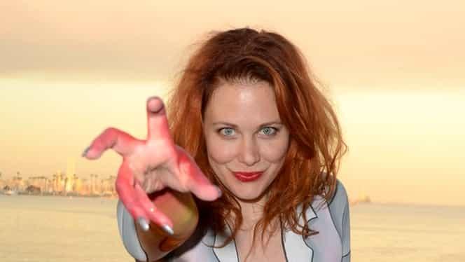 GALERIE FOTO| Actriţă CELEBRĂ, goală în faţa ADOLESCENŢILOR! Cea mai mare NEBUNIE