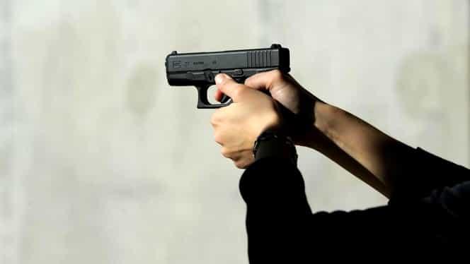 Tânăr împușcat în cap la Târgu Cărbunești. Glonțul a venit dintr-un poligon al Jandarmeriei