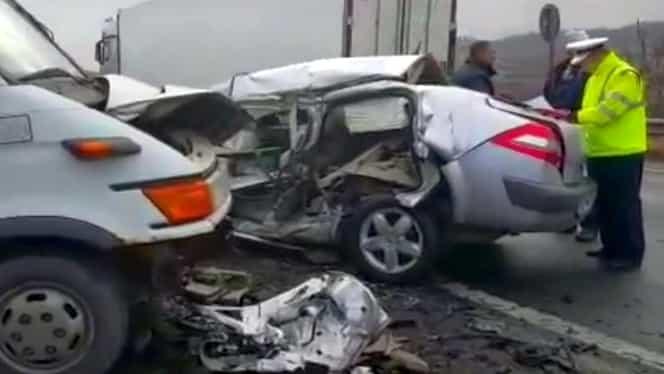 Accident grav pe DN1. Patru maşini au intrat în coliziune, un bărbat a murit