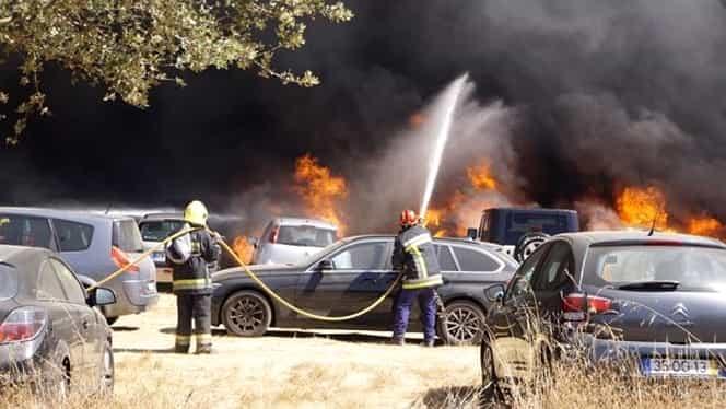 Incendiu devastator la un festival de dans din Portugalia. Mii de oameni au fost evacuaţi, sute de maşini au fost arse