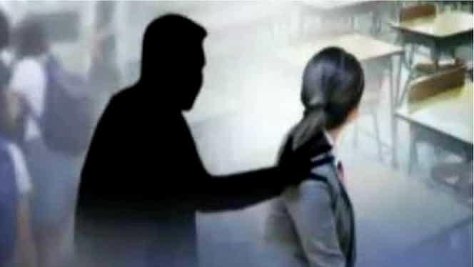 Profesorul care i-a cerut poze nud unei eleve a demisionat. Mai predă însă la alte două licee