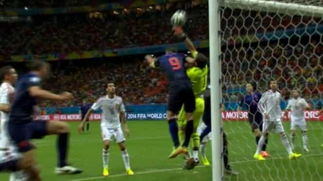 GREŞEALĂ la golul 3 al Olandei! Spaniolii au cerut FAULT în atac la Casillas!