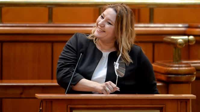 """Șoșochism sau Naționalism? Cum se răsucește Iorga în groapă, privind """"naționalismul democratic"""" cu fundul pe tricolor"""
