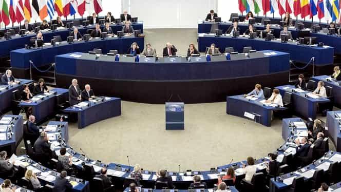 Parlamentul European a tăiat din salariile asistenților care lucrează de acasă. Europarlamentarii își primesc leafa întreagă