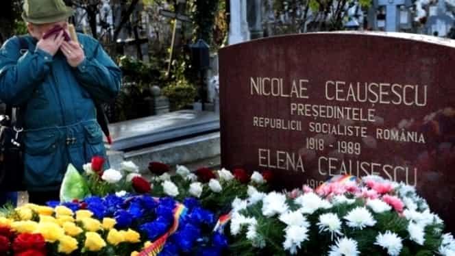 S-a aflat! Cine pune flori în fiecare săptămână la mormântul lui Nicolae Ceaușescu. Sunt simpatizanți ai dictatorului!