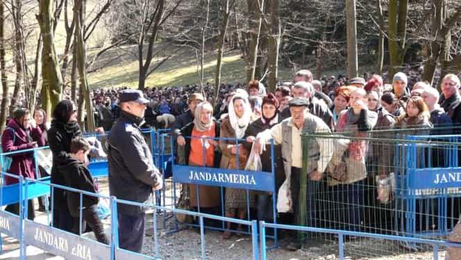 Mii de credincioşi sunt aşteptaţi astăzi la mormîntul părintelui Arsenie Boca