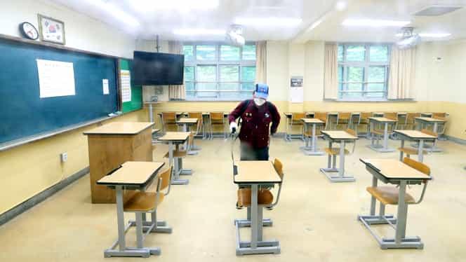 Probleme la ochi pentru mai mulți elevi de la liceul Gheorghe Lazăr. Au fost uitați în clasă cu lampa UV aprinsă