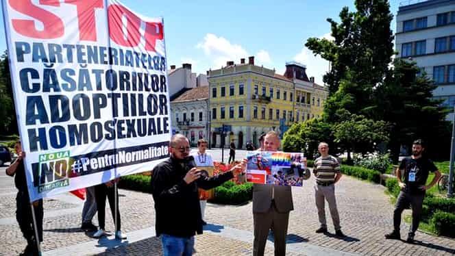Steagul curcubeului, simbolul comunității LGBT, călcat în picioare de simpatizanții Noua Dreaptă la Cluj-Napoca