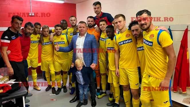 """Best-seller """"Secretul succesului""""! Fiul unui pădurar bucovinean sponsorizează o echipă de fotbal din Anglia. Exclusiv"""