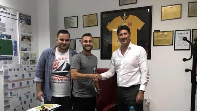 FC Viitorul a transferat un fotbalist din Liga 2! Vezi pe ce perioadă a semnat. Foto