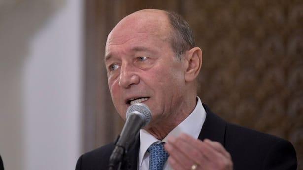 Traian Băsescu a discreditat-o în direct pe prezentatoarea RTV, Andreea Creţulescu, apoi l-a atacat și pe Liviu Dragnea