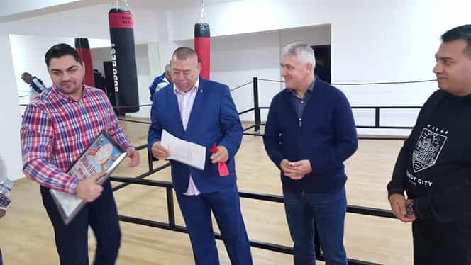 """Fostul ministru al apărării, Adrian Țuțuianu, a inaugurat cea mai nouă sală de sport: """"Sunt mândru de realizare"""""""