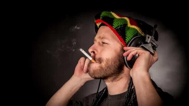 Legea antifumat, ocolită cu graţie! La ce tertip apelează patronii pentru fumatul legal în cluburi