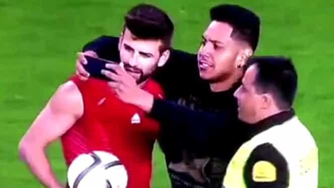 Un spectator a intrat pe teren la meciul Spaniei special pentru Pique. Vezi motivul