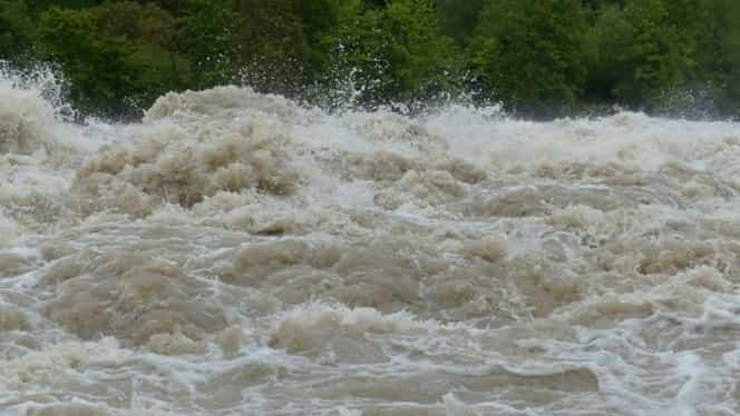 COD ROŞU de inundaţii. Hidrologii sunt în alertă maximă