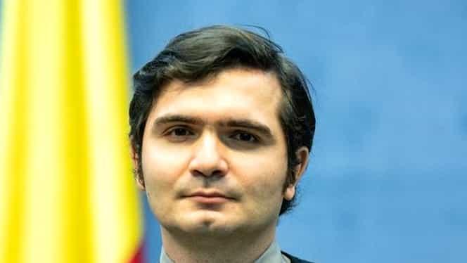 """Cum percep surzii cuvântul coronavirus. Interviu cu Bogdan Anicescu, interpretul ordonanțelor militare pentru 20.000 de români cu deficiențe de auz: """"Nu sunt un salvator, nu sunt un erou"""""""