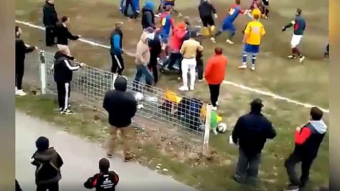"""Bătaie generală în Liga 4! Meciul Unirea Pişcolt – Viitorul Lucăceni a fost abandonat din cauza violenţelor: """"În viaţa mea n-am văzut aşa ceva!"""" Video"""