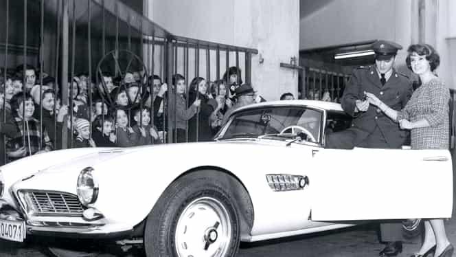 GALERIE FOTO. Celebra maşină a lui Elvis Presley a fost restaurată