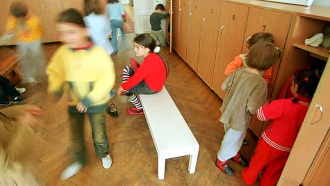 Caz uluitor la o creşă din Năvodari! Îngrijitoarea i-a pus pe copii să se spele cu apă din WC