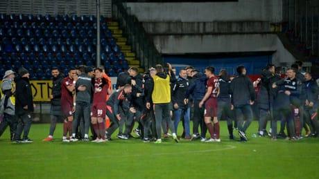 CFR Cluj o depăşeşte pe FCSB la titluri consecutive. Recordul este deţinut de Steaua şi Chinezul