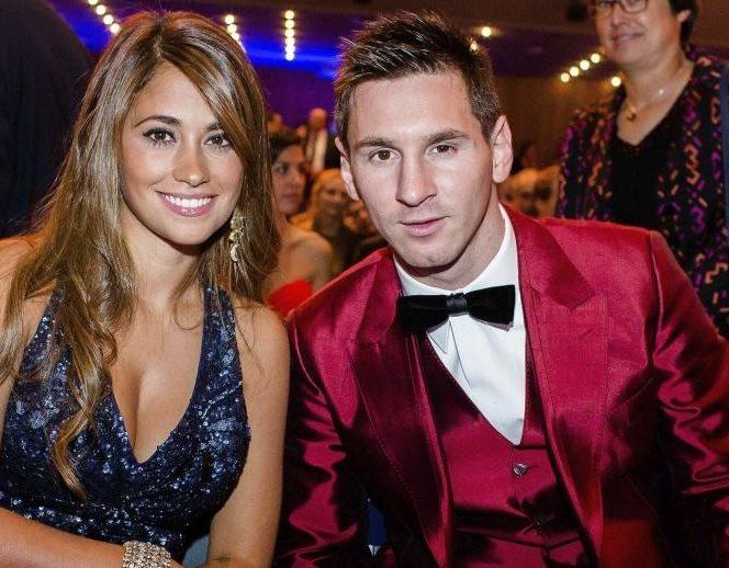 Antonella Roccuzzo, alături de Lionel Messi.