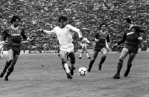 """""""Oneață"""" Augustin în returul semifinalei CCE jucate de Dinamo în 1984 cu Liverpool, pe un stadion """"23 August"""" arhiplin, deși toată ziua a plouat moconește"""