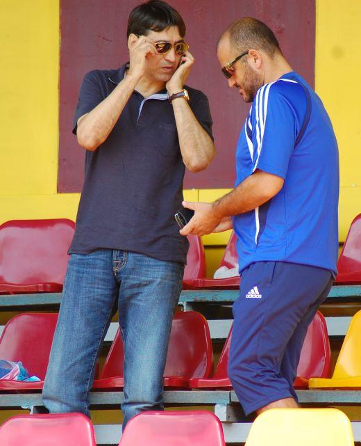 Victor Pițurcă împreună cu patronul Universității Craiova, Adrian Mititelu, înainte de uriașul scandal care a dus la distrugerea echipei craiovene (15 august 2009)