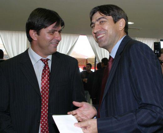 Victor Pițurcă și coechipierul cu care s-a înțeles cel mai bine în atacul Stelei, Marius Lăcătuș, la inaugurarea Centrului Național de Fotbal Mogoșoaia (23 august 2005)