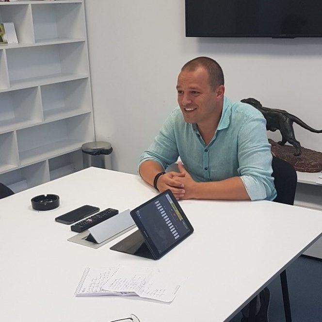 Vasi Geambazi a dat relaxat primul interviu, în care și-a adus aminte de vremurile când visa să ajungă titular la... Dinamo, nicidecum în conducerea FCSB-ului!