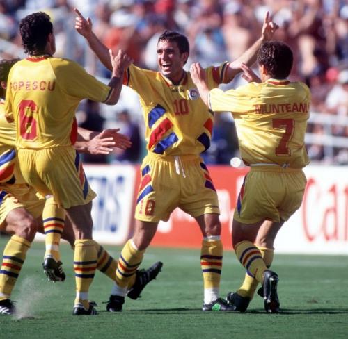 CM 1994. Șampanie după România – Columbia 3-1. Bucuria tricolorilor a fost imensă după debutul reușit de la Mondialul din SUA