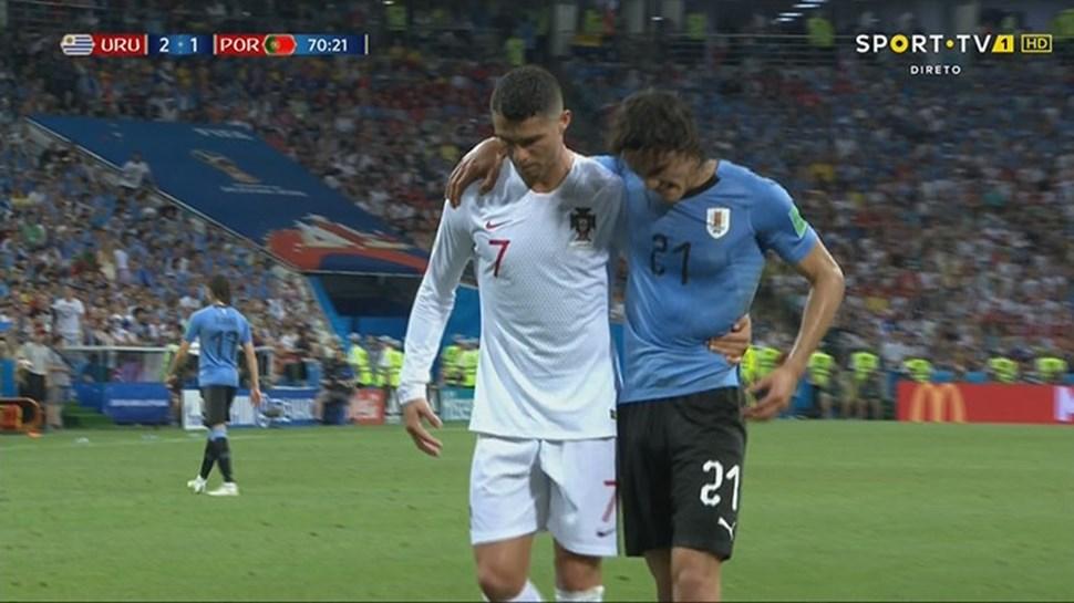 Cristiano Ronaldo l-a ajutat pe Cavani şi a fost aplaudat la meciul Uruguay - Portugalia 2-1