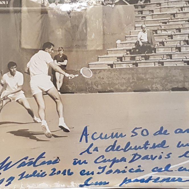 Ilie Năstase și Ion Țiriac în acțiune la începuturile dublului de aur al tenisului românesc, la Paris, în 1996