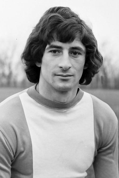 Cornel Dinu a trecut multe hopuri într-o carieră de 17 ani, toată în alb și roșu, la Dinamo