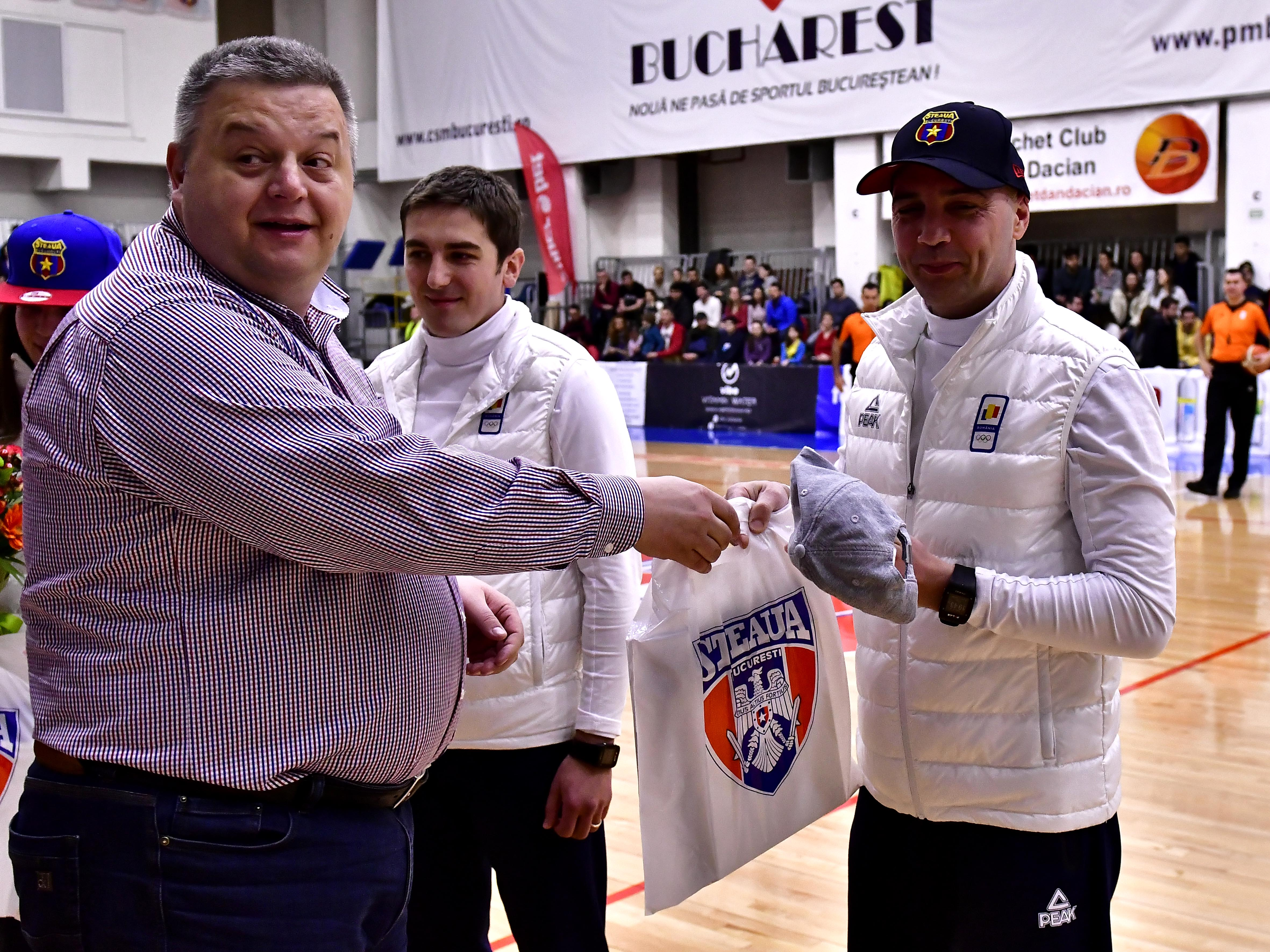 Southern lawn, attack on Petrea and fans of Dinamo. Cristian Petrea with the club's athletes in the men's basketball match between Steaua CSM Exim Bank Bucharest and BC SCM Timisoara