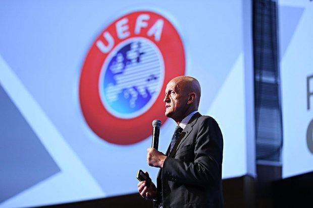 Fostul mare arbitru italian Pierluigi Collina a demisionat din funcția de președinte al Comisiei de Arbitri a UEFA, fiind înlocuit cu Roberto Rosetti