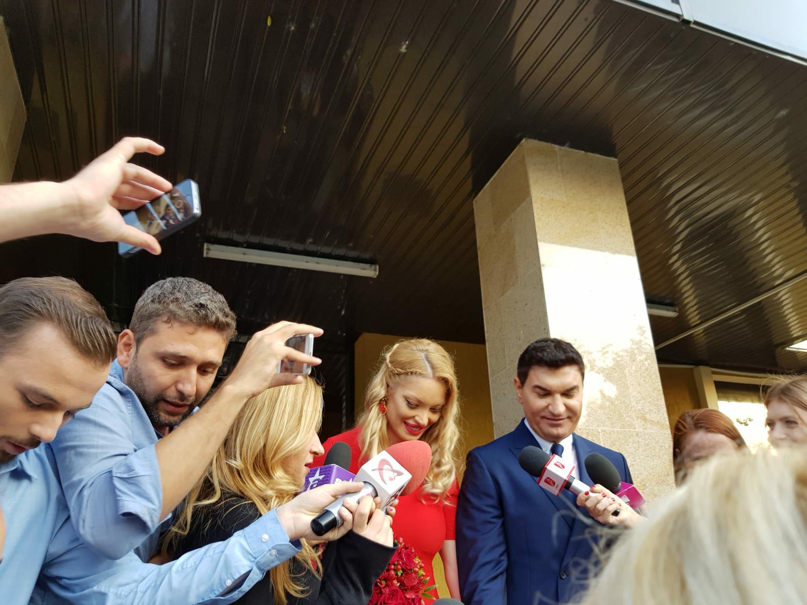 Cristi Borcea s-a cununat cu Valentina Pelinel! Cei doi ieşind de la starea civilă