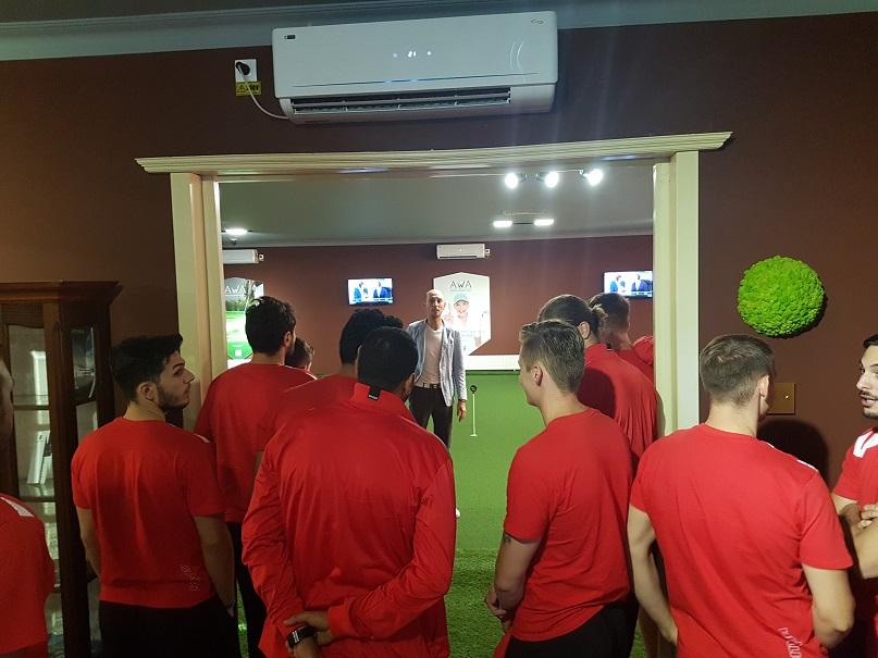 """Handbalul de la Dinamo la Champ Du Golf: Adrian Sasu le explică handbaliștilor primele noțiuni ale """"sportului regal"""", de la găuri la... cupe!"""