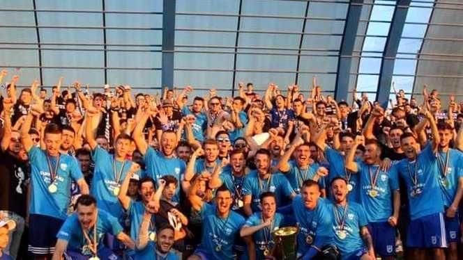 Jucătorii lui FCU Craiova după ce au câștigat Cupa României pe faza Dolj