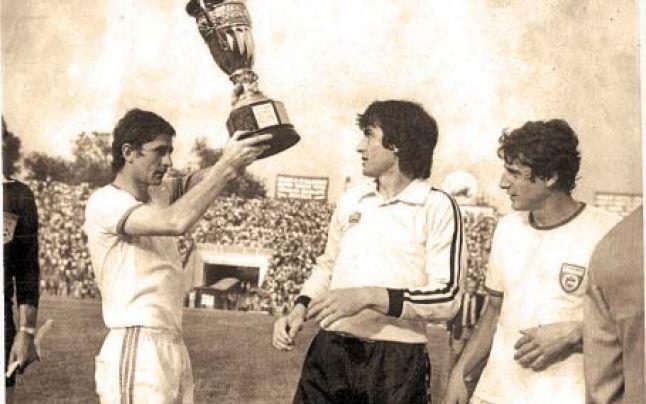 Cornel Dinu a ridicat victorios Cupa României de două ori: în 1968 și 1982. Nu și în 1970... pentru că a fost cinstit!