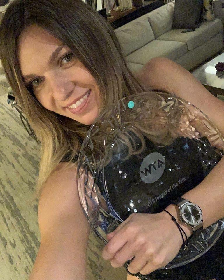 Simona Halep și premiul obținut la Singapore din partea WTA