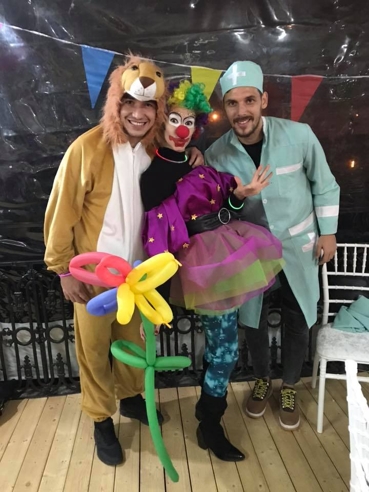 Alexandru Mateiu şi Renato Kelic s-au lăsat fotografiaţi la petrecerea organizată de iubita mijlocaşului român. Ipostaze inedite cu jucătorii lui Devis Mangia
