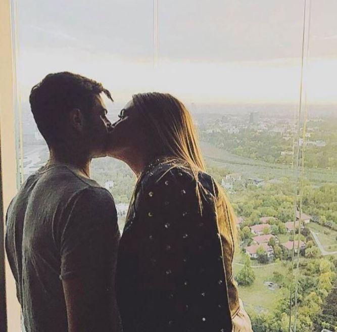 Lorena Stoican sărutându-l pe Valentin Gheorghe