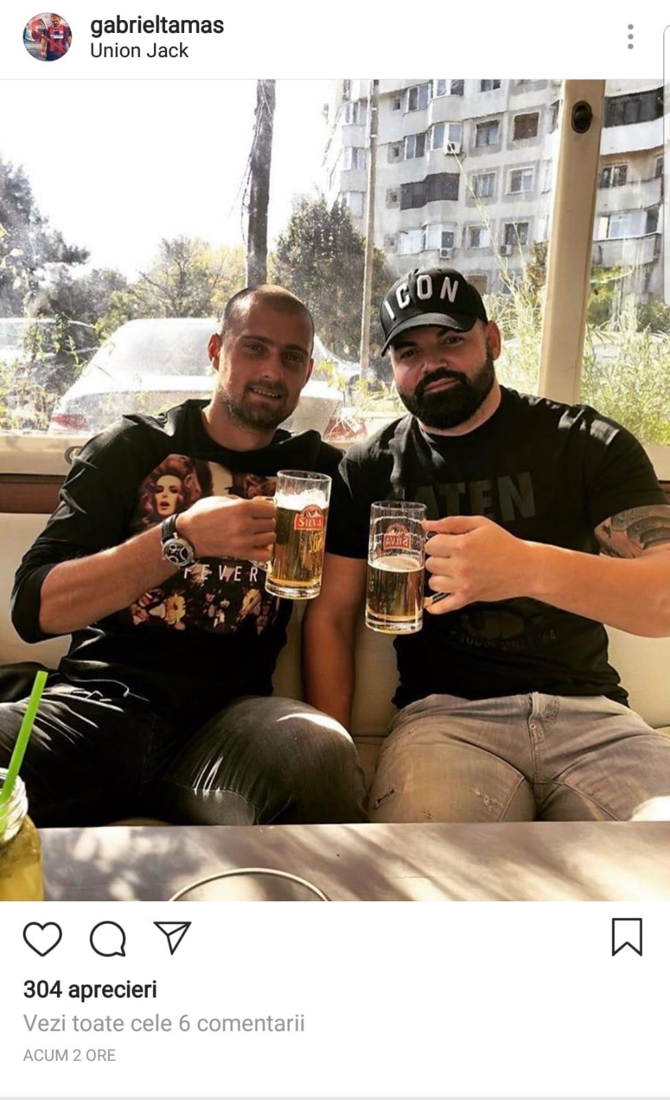 Gabriel Tamaș bea o bere împreună cu un prieten la 24 de ore după ce a primit un cartonaș roșu în meciul România - Serbia 0-0
