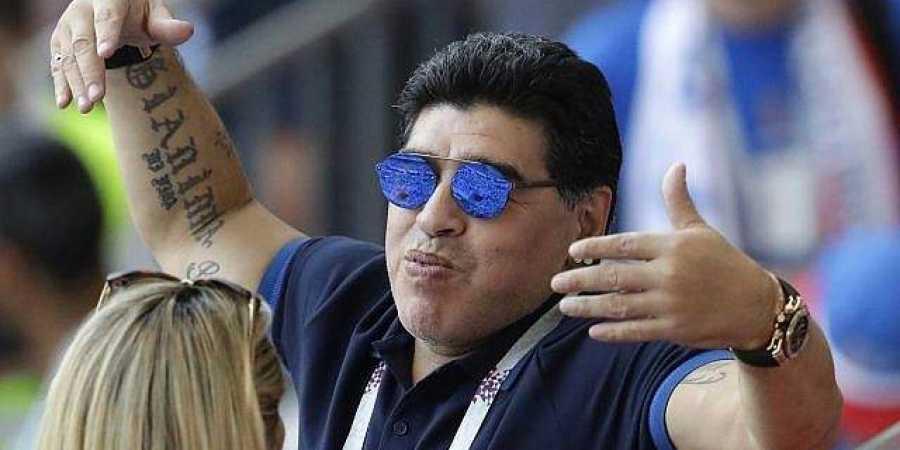 Diego Maradona a fost modest în cereri. Doar bilete de avion dus-întors pentru ca să îşi vadă fiica şi nepoata în Spania