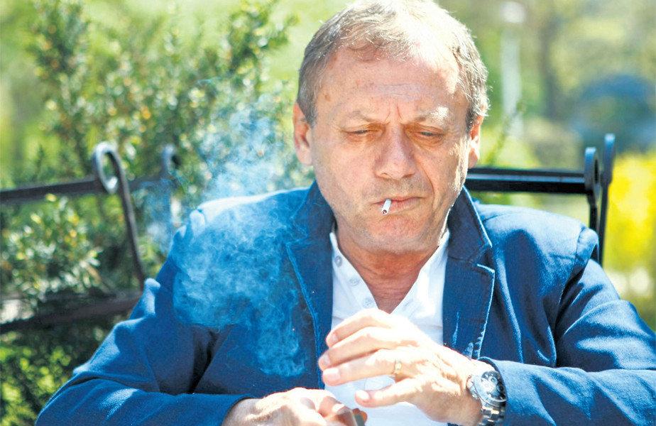 Fotbaliști celebri care au fumat. Ilie Balaci a plătit cu viața, fiind un fumător înrăit