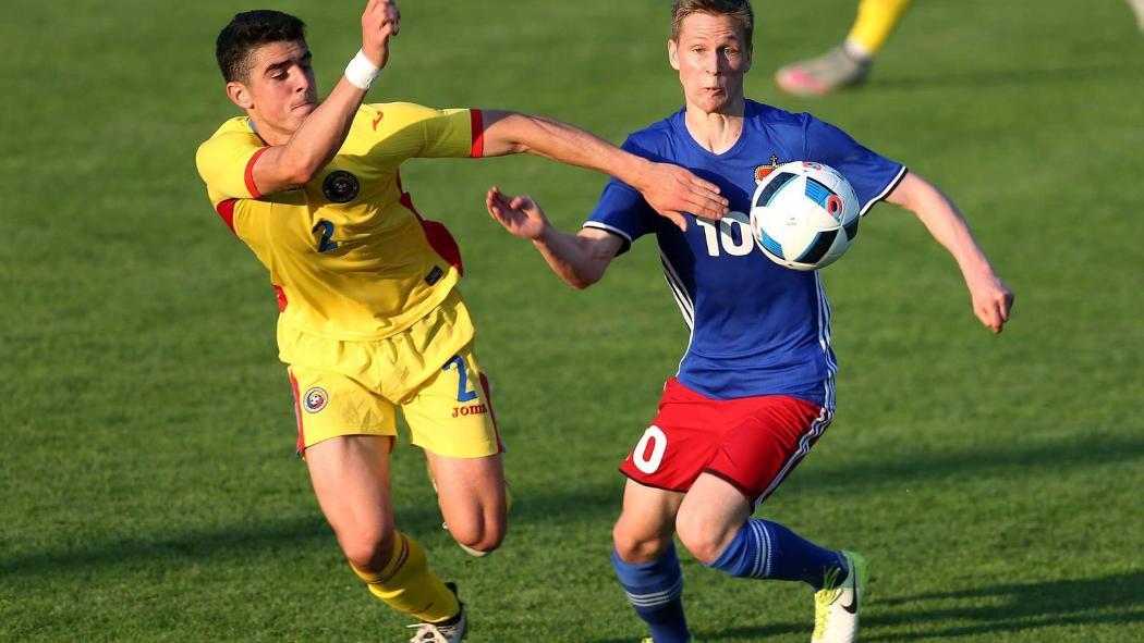 """Alex Pașcanu a fost încurajat """"live"""" la majoritatea meciurilor de părinți, din tribună. Vor lipsi, însă, cu Lituania..."""
