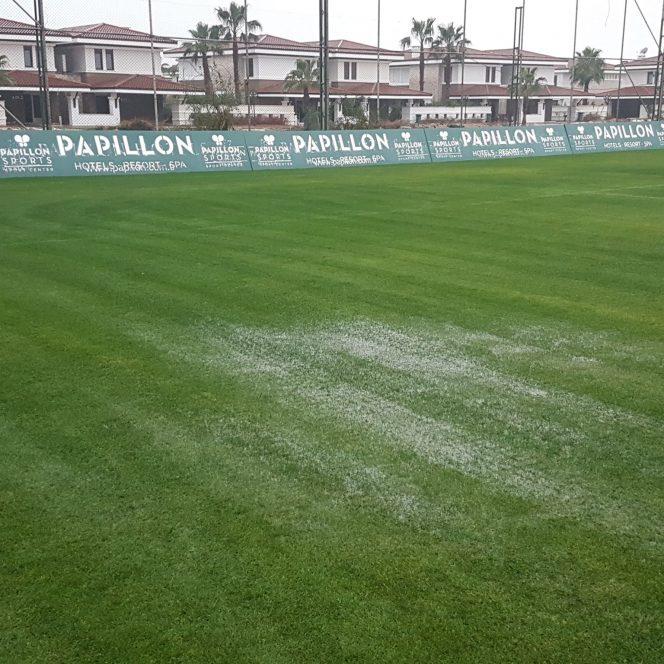 Terenurile din Antalya sunt îmbibate de apă şi plouă în continuu